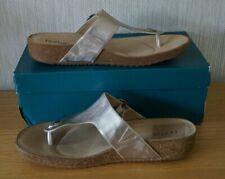 Ladies HOTTER RESORT Gold Textured Leather Toe Post Sandals Size UK 8 STD BNIB
