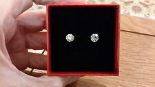 look stud earrings and gift box Brand new small round silver solitaire diamond