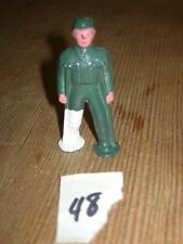 ca 1960'S BARCLAY DIMESTORE LEAD TOY WOUNDED SOLDIER ON CRUTCHES #48
