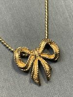 """Vintage Avon Necklace Gold Tone pendant  Bow Beautifully detailed chain 16"""""""