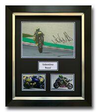 VALENTINO Rossi a mano firmato incorniciato photo display-YAMAHA-MOTOGP Autografo.