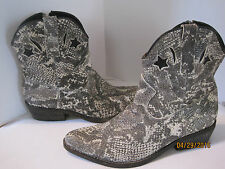 Ziginy womens sz 6.5 white gray stars moon She's an Animal! boots Cute! $139 s3