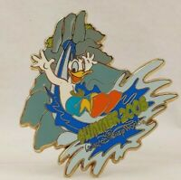 DISNEY PIN 63601 DONALD ON WATER SLIDE SUMMER 2008 WDW