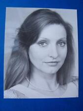 Vanessa Bond Autograph  5 x 4 inch (code sb1)