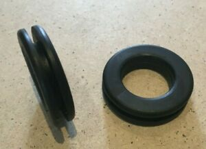 Qty 5. 25mm x 30mm  x 3mm  Black Open Rubber Grommets.