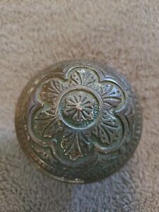 VINTAGE ORNATE VICTORIAN ROUND BRASS AND CAST DOOR KNOB ~ SINGLE