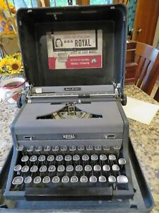 1948 Royal Quiet De Luxe typewriter w/ case And Manual