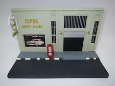 """Opel Collection Diorama  Autohaus / Werkstatt  """"Ernst Maier""""  1:43 OVP !"""