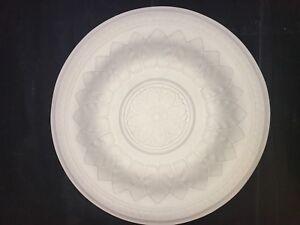 Plaster ceiling rose, Adams leaf design. 525mm wide. CP52