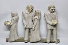 Pappmache  Sculptur  Menschen mit Masken