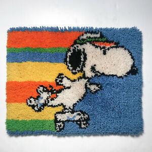 Snoopy rollerskating vintage 70s / 80s rainbow latch hook retro shag throw rug
