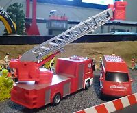 FEUERWEHR LKW Scania + Daily VAN & FIGUREN 1:32 für Carrera TOP DEKORATION 22105