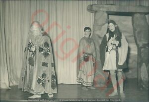 1940 Photo of King Lear, Act 2 scene 4 Winter's not gone yet 15x10cm