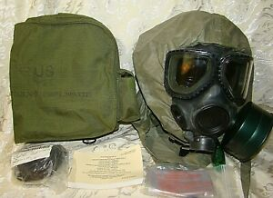 M40 M40A1 Gas Mask with Carrier Hood Second Skin Bag Extra Lens Manual Medium