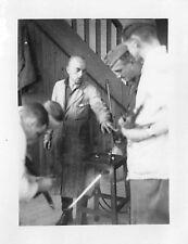 Orig. Foto Deutsche Soldaten Waffen richten Lehrgang Feldwerkstatt Vitré 1940