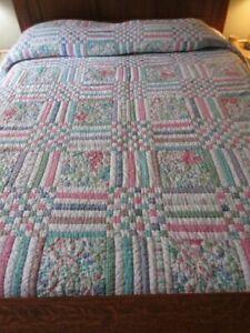 VGC Bloomingdales Queen Reversible Pink, Green & Blue Patchwork Quilt Comforter