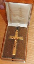 belle croix en bronze dans son coffret   (objet religieux ésotérisme )