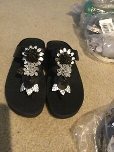Women's FitFlop Women's Fino Floral Cluster Toe-Post Sandals All Black