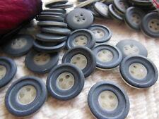 lot 24 boutons gris transparent strié fond d'atelier 1,8 cm ref 2569