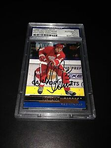Nicklas Lidstrom Signed 1999-00 Upper Deck Card Red Wings PSA Slabbed #83476232