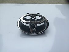 NEW  1997-2001 TOYOTA CAMRY FRONT GRILL BLACK & CHROME LOGO EMBLEM 75311-AA020
