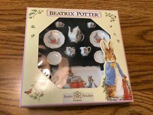 Reuter Porzellan Beatrix Potter Peter Rabbit 10 Piece Mini Tea Set