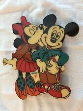 MINNIE MOUSE  IS KISSING MICKEY MOUSE ON THE CHEEK WALL DECORATION - PRE-OWNED