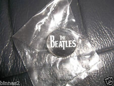 THE BEATLES BLACK & WHITE METAL LOGO PIN BADGE BROOCH BRAND NEW STILL IN PACKET