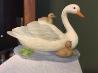 HOMCO Mother Swan & Babies Figurine 1467 Hand Painted Porcelain