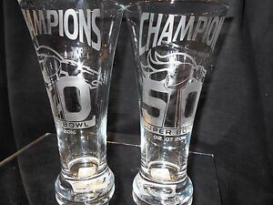 2016 SUPERBOWL 50 CHAMPION DENVER BRONCOS 2 ETCHED LOGO 20oz PILSNER GLASSES NEW