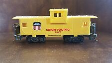 HO Bachmann UNION PACIFIC 207 CABOOSE YELLOW
