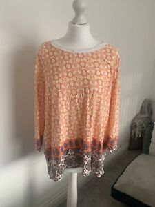 MARKS AND SPENCER PATTERN TOP SIZE 20