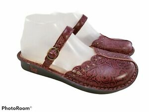 ALEGRIA TOOLED LEATHER SLING BACK CLOGS MARY JANES BURGUNDY RED FLORAL SZ 38