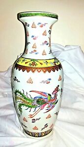 VINTAGE CERAMIC HAND PAINTED ORIENTAL VASE WITH DRAGON & PEACOCK