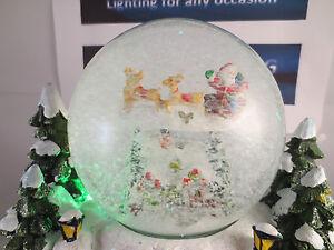 CHRISTMAS SCENE SNOW GLOBE WATER GLOBE MUSIC AND LIGHTS BEAUTIFUL VILLAGE SCENE
