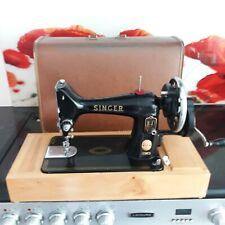 Singer 99k hand crank sewing machine. . Good condition