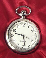 belle montre style ancienne en métal couleur argent rodié quartz trotteuse