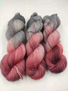 Handgefärbte Sockenwolle 4 fach 100 g - GRAUES ROSENHOLZ  5473