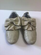 Staccato Taupe Bow Moccassin Shoes Sz 5
