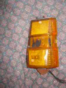 1979 PONTIAC PARISIENNE CORNER MARKER TURN SIGNAL LIGHT RIGHT OEM USED