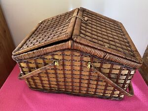 Wicker Picnic Basket / Hamper for 4 People - Unused