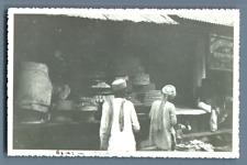 India, Agra (आगरा آگرہ), Etalage d'un confiseur  Vintage silver print. Post