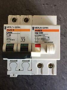 DISJONCTEUR DIFFÉRENTIEL MERLIN GERIN C60N 32A 30mA AC + Vigi Réf 24205 +26537