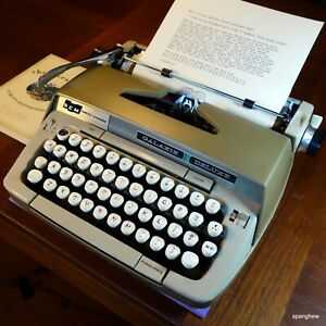 Smith-Corona Galaxie Deluxe typewriter w/case+ribbon: a nearly perfect specimen.
