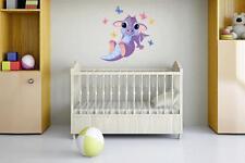 Wandtattoo Babydrachen mit Schmetterlingen 60 x 60 cm Wandsticker Aufkleber