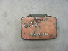 FIRST AID KIT / VINTAGE   WALL MOUNT