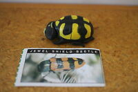 JEWEL SHIELD BEETLE CADBURY YOWIE TOY VARIATION! GREEN PAPER SERIES 1!