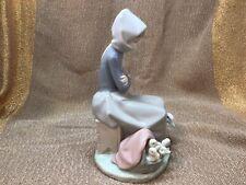 Lladro Figurine Duck Seller #1267 Woman Selling Baby Ducklings Retired Figurine