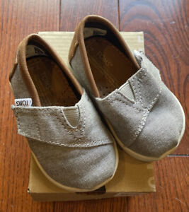 NEW Boys TOMS Classic Frost Grey Chambray Tiny Shoes US 4 T4