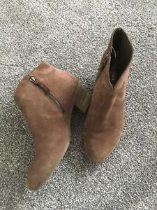 Clarks Softwear Brown Suede Ankle Boots 5.5 38.5 Western Low Chunky Block Heel